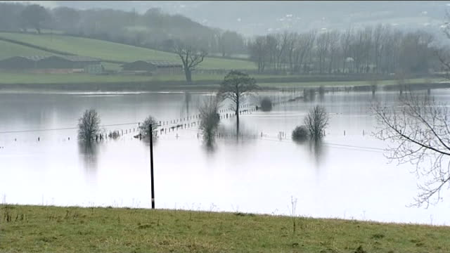 river severn high water levels and flooded countryside england gloucestershire river severn flooded countryside bordering river severn where river... - river severn stock videos & royalty-free footage
