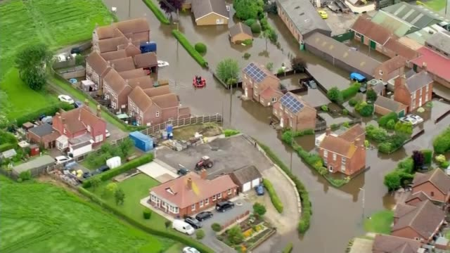 river steeping in lincolnshire bursts its banks as heavy rain continues across country england lincolnshire shots of flooded areas of lincolnshire - lincolnshire stock videos & royalty-free footage