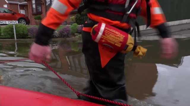 river steeping in lincolnshire bursts its banks as heavy rain continues across country lincolnshire uk nicole herrington interview colin calam... - sandbag stock videos & royalty-free footage