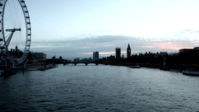 river thames day to dusk. time lapse. - millennium wheel stock videos & royalty-free footage
