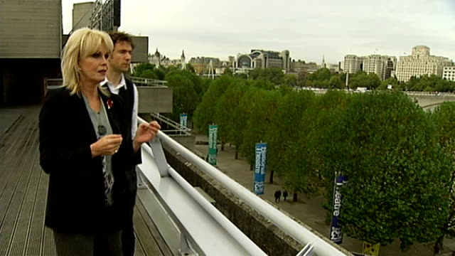 planning permission approved TX Joanna Lumley and Thomas Heatherwick on balcony looking out over the River Thames