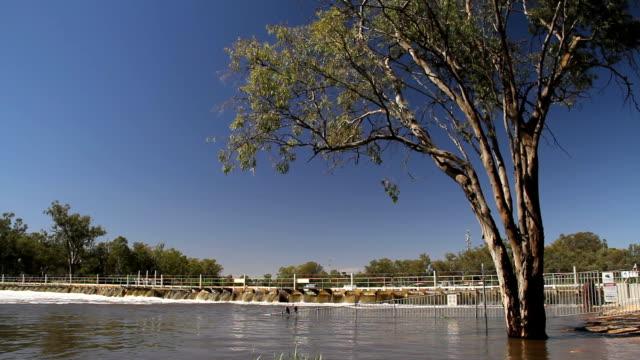 river weir - aquifer stock videos & royalty-free footage