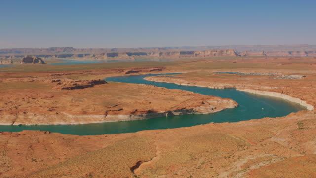 aerial river winding down the plateau near lake powell, usa - colorado plateau stock videos & royalty-free footage