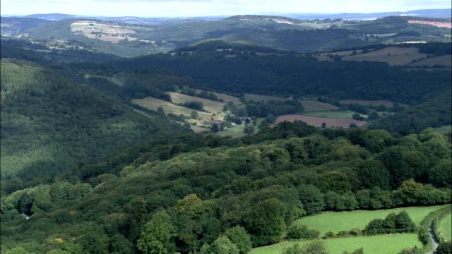 fluss wye (tintern zum monmouth)-luftaufnahme-südwales und monmouthshire, trellech groß, vereinigtes königreich - wales stock-videos und b-roll-filmmaterial