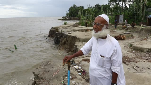 riverbank damages due to river erosion from the padma river at ghior in manikganj bangladesh - 浸食された点の映像素材/bロール