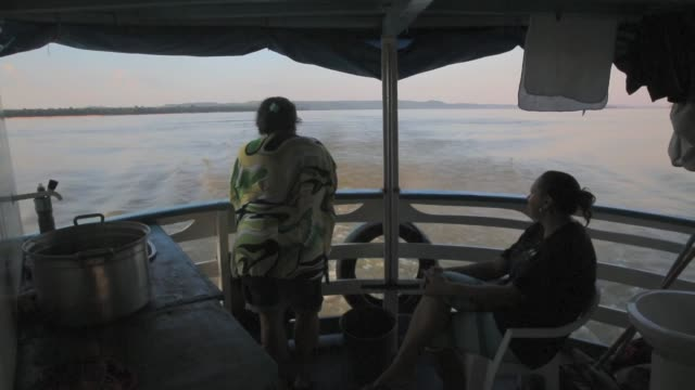 vídeos de stock, filmes e b-roll de a riverboat rides on the tapajos river during a 'caravan of resistance'' protest by indigenous groups and supporters who oppose plans to construct a... - amazonas state brazil
