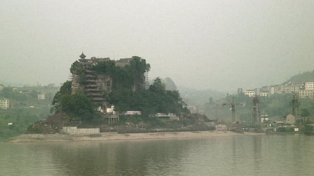 WS POV Riverside architecture, Upriver of 3 Gorges Dam, China