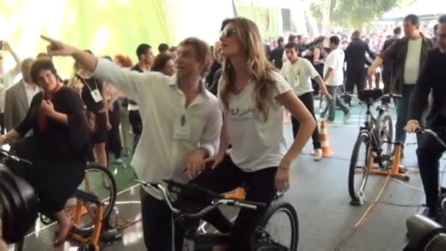 Santi Carneri Brazilian model Gisele Bundchen planted a tree on Monday in Rio de Janiero which will be the venue for the United Nations Conference on...