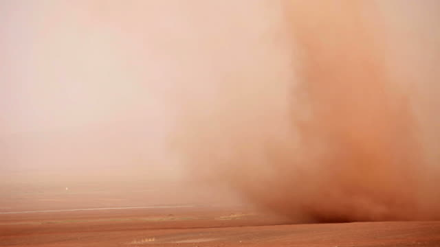 Road und desert storm in der Provinz Gansu, China