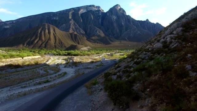 Road と山々