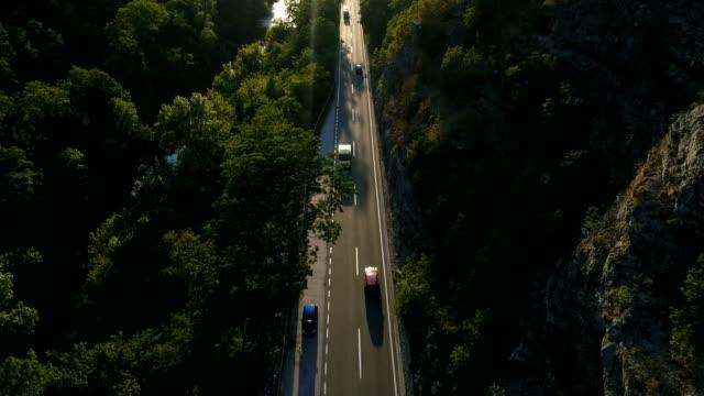 vídeos de stock, filmes e b-roll de assistência rodoviária para o resgate - pista asfaltada