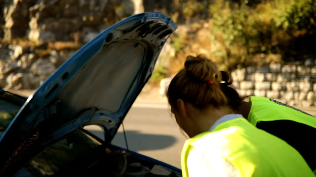 road assistance - roadside stock videos & royalty-free footage