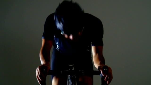 vidéos et rushes de vélo de route sport -down- - selle