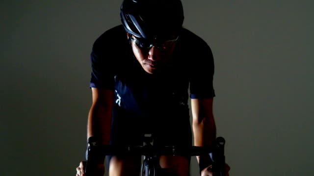 vidéos et rushes de vélo de route sport -race position- - selle