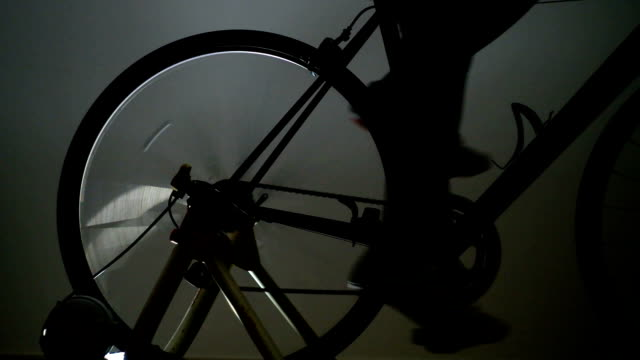 stockvideo's en b-roll-footage met road bike training -rear wheel- - te klein