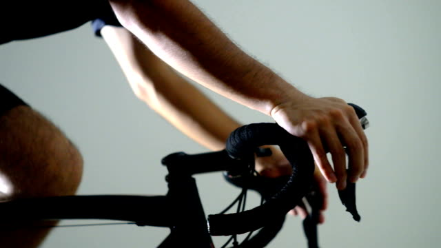 stockvideo's en b-roll-footage met road bike training -right shifting- - te klein