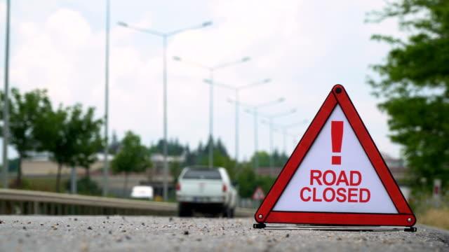 stockvideo's en b-roll-footage met weg gesloten! -verkeersbord - bord weg afgesloten