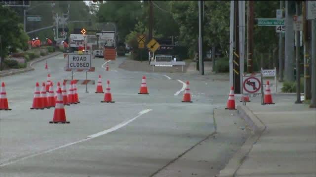 stockvideo's en b-roll-footage met road closures in sacramento - bord weg afgesloten