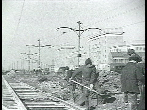 road construction, building tramway line, streetcar, railway / moscow, russia - ehemalige sowjetunion stock-videos und b-roll-filmmaterial