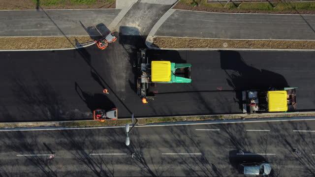vídeos de stock, filmes e b-roll de construção rodoviária - pista asfaltada