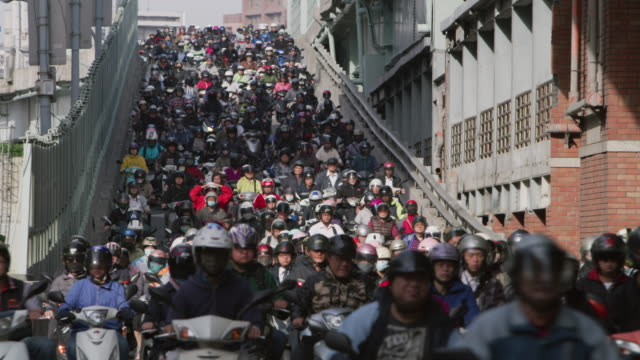 LS A road crowded with motorcycles during rush hour / Taipei, Taiwan