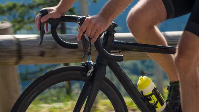 stockvideo's en b-roll-footage met weg fietsen - sportrace