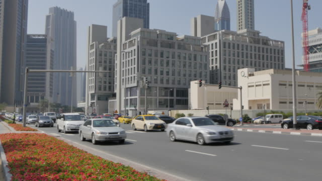 vídeos de stock e filmes b-roll de road junction near the emirate towers in downtown, dubai, united arab emirates, middle east, asia - road junction