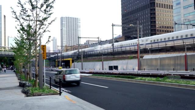 東京高速鉄道の近くの道路 - 建物の骨組み点の映像素材/bロール