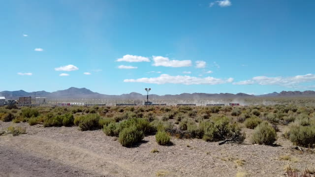 road near the start of a 'storm area 51' spinoff event called 'area 51 basecamp' on september 20, 2019 near alamo, nevada. the event is a spinoff... - nevada stock-videos und b-roll-filmmaterial