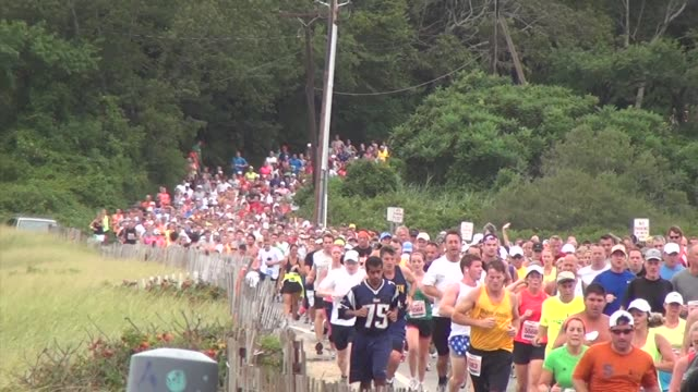 stockvideo's en b-roll-footage met road racing the great american road race an annual event on cape cod along martha's vineyard sound runners along beach road - salmini