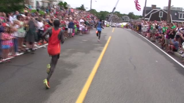 stockvideo's en b-roll-footage met road racing the great american road race an annual event on cape cod along martha's vineyard sound lead runners approach finish line huge crowds - salmini