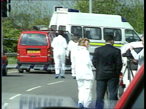 stockvideo's en b-roll-footage met m25 road rage murder **** for rushes see foot of file kent vehicles past spot where stephen cameron murdered zoom in to parked vehicles behind police... - crime and murder