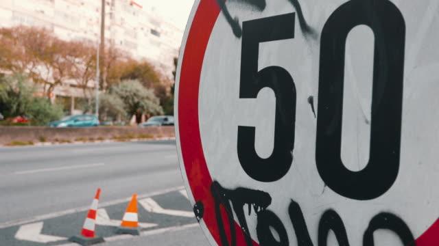 vídeos de stock e filmes b-roll de road sign in lisbon - sinal de estrada