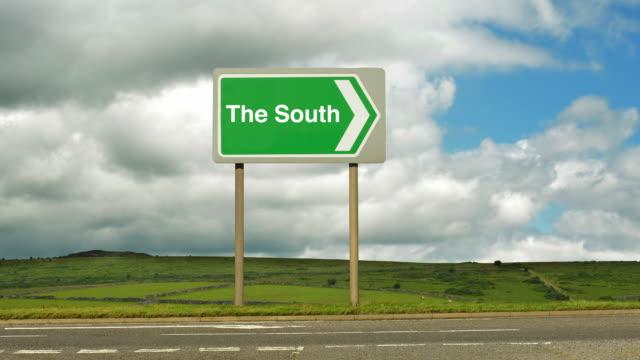 road to the south. - gruppo medio di animali video stock e b–roll