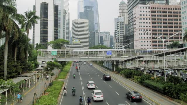vídeos y material grabado en eventos de stock de road traffic in big city - yakarta