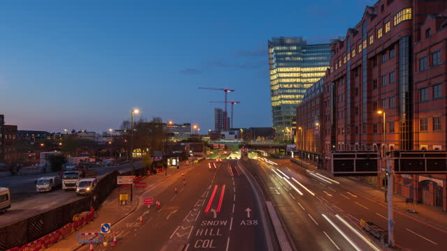 road traffic in birmingham snow hill, west midlands, uk at dusk - 4k time-lapse - west midlands stock videos & royalty-free footage