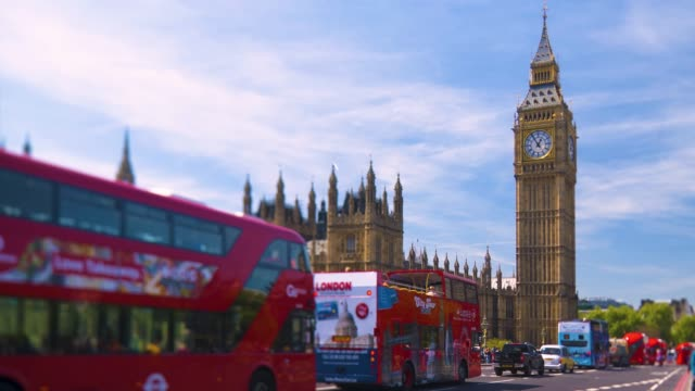 road traffic on westminster bridge during rush hour with big ben in the background. - big ben stock videos & royalty-free footage