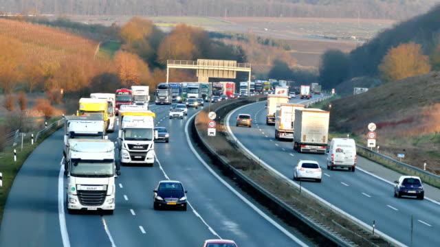 straßenverkehr - heavy goods vehicle stock-videos und b-roll-filmmaterial