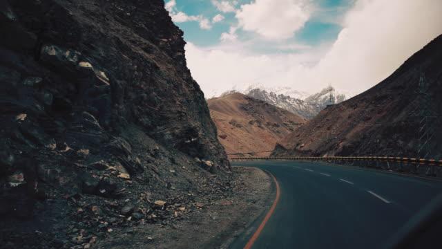 road trip in leh ladakh india - jammu e kashmir video stock e b–roll