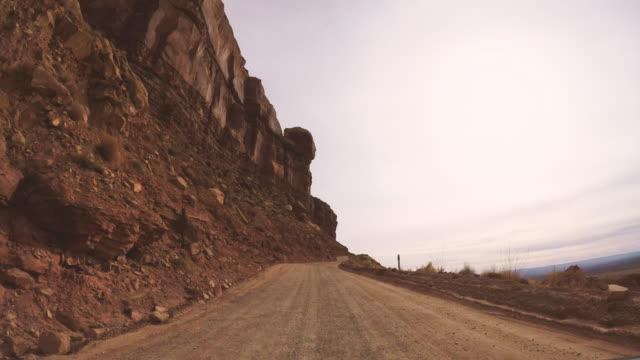 アメリカ合衆国 - オフロード道の道路の旅 - 荒野点の映像素材/bロール