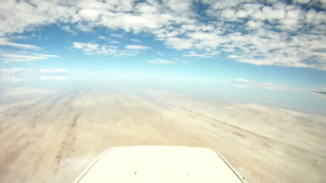 stockvideo's en b-roll-footage met road trip point of view through salar de uyuni, bolivia - bolivia
