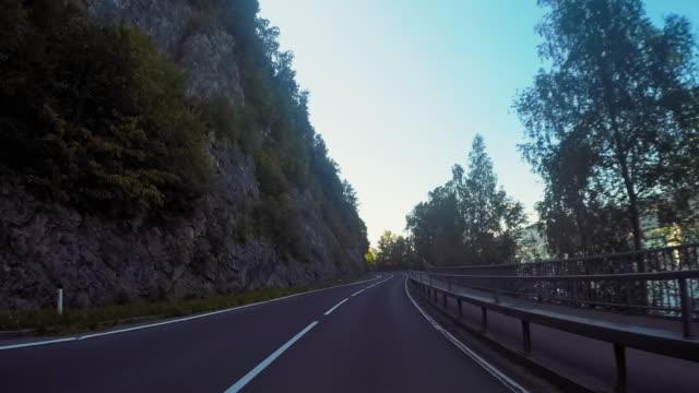 ヨーロッパへのロードトリップ - 散歩道点の映像素材/bロール