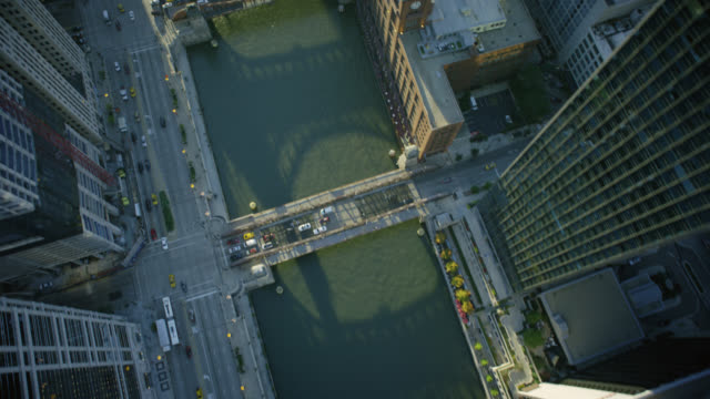 ws pov roads and bridges in city - chicago river stock videos & royalty-free footage