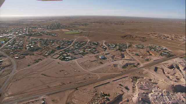 roads cut across the mining town of coober pedy. - coober pedy stock videos & royalty-free footage
