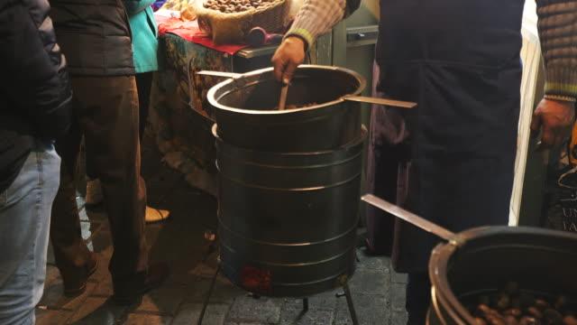 vídeos y material grabado en eventos de stock de asado castañas  - rumania