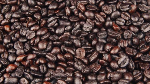 stockvideo's en b-roll-footage met geroosterde koffiebonen - koffie drank