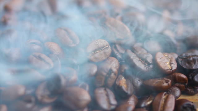 焙煎コーヒー豆  - モカ点の映像素材/bロール
