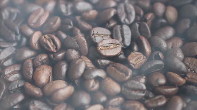 焙煎コーヒー豆  - カフェイン分子点の映像素材/bロール