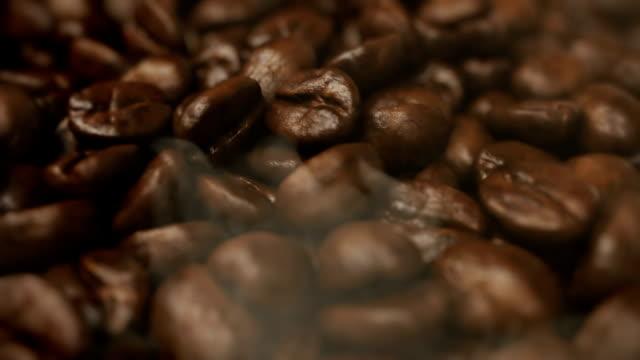 Rostning kaffebönor roterande