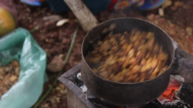 Roasting coffee grains for coffee ceremony